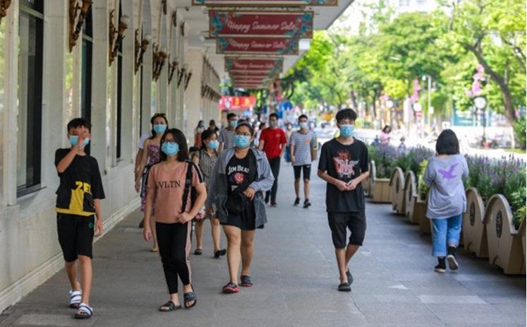 Hà Nội yêu cầu người dân đeo khẩu trang nơi công cộng nhằm nâng cao ý thức trong phòng, chống dịch Covid – 19. (Ảnh minh họa)