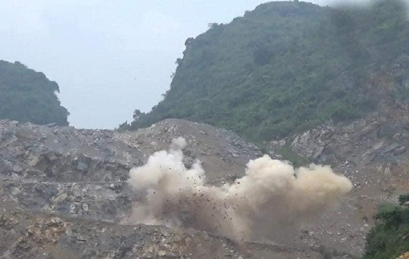 Một tiếng nổ lớn tại mỏ đá của Công ty TNHH Havico đã khiến 2 người tử vong và nhiều người bị thương.