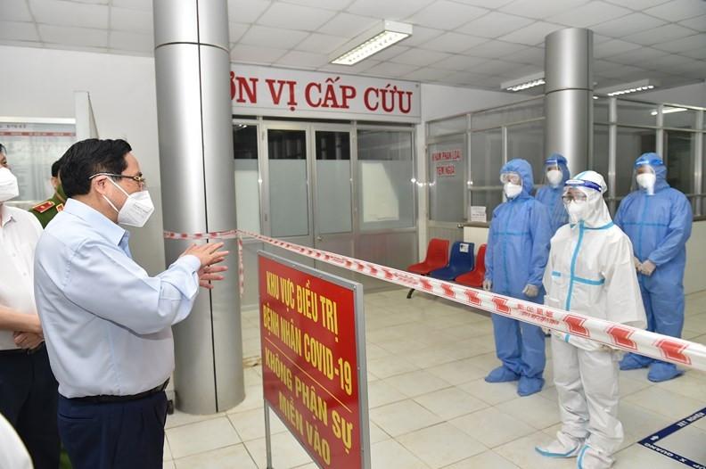 Thủ tướng Phạm Minh Chính kiểm tra công tác phòng, chống dịch tại các tỉnh phía Nam. (Ảnh: VPG)