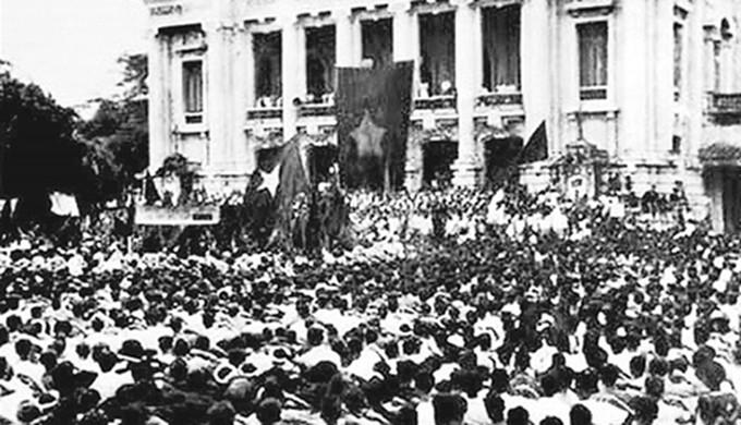 Mít tinh tổng khởi nghĩa tại Quảng trường Nhà hát lớn Hà Nội, (ảnh tư liệu).
