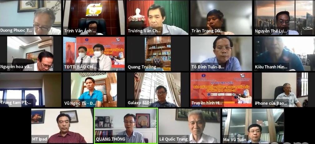 Các đại biểu dự tọa đàm trực tuyến.