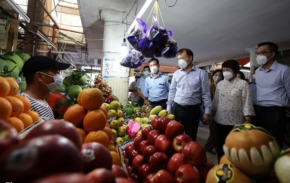 Thứ trưởng Bộ Công Thương Đỗ Thắng Hải trực tiếp chỉ đạoTổ Công tác đặc biệt phía Nam trong cuộcđi khảo sát, kiểm tra tình hình cung ứng hàng hóa cũng như công tác chống dịch các chợ trên địa bàn Thành phố Hồ Chí Minh tại các quận chính của thành phố.