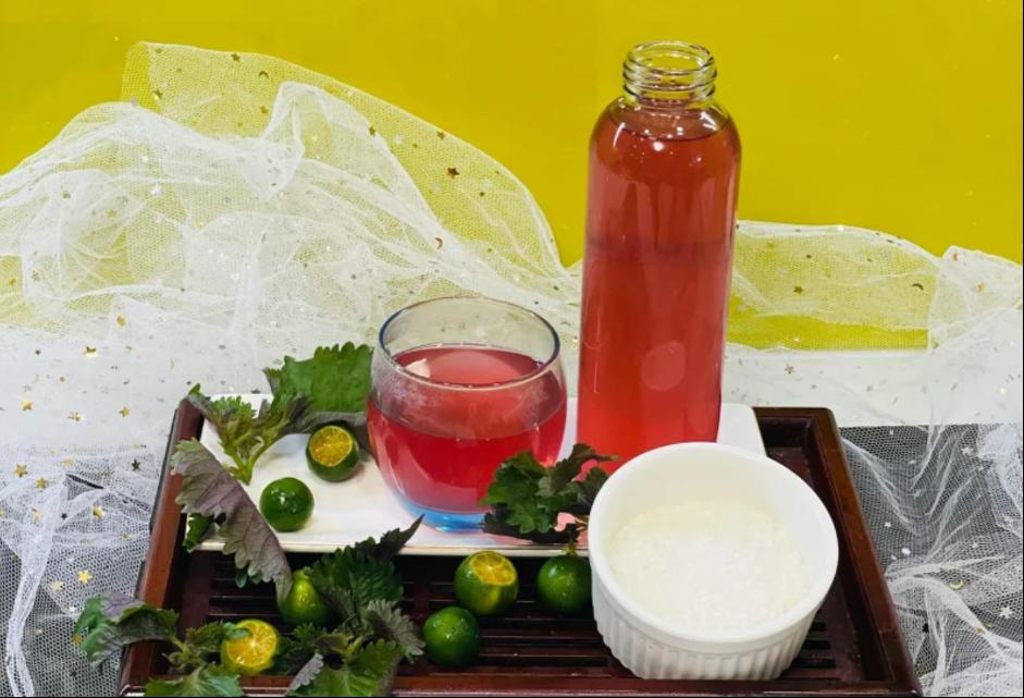 Nước tía tô có công dụng giải độc rất tốt, vừa làm đẹp da vừa tốt cho sức khoẻ
