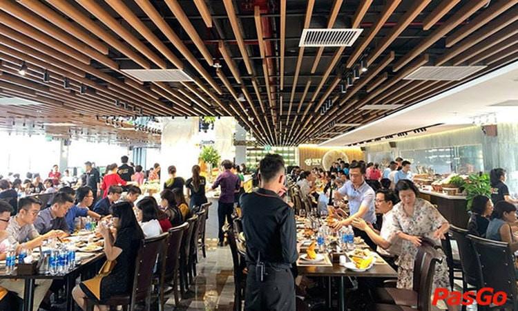 Nhà hàng, cơ sở kinh doanh dịch vụ ăn, uống (trừ các cơ sở kinh doanh rượu, bia, bia hơi) được phép kinh doanh, phục vụ tại chỗ, không quá 50% chỗ ngồi.