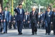 Chủ tịch Trung Quốc đi dạo trong khu di tích Chủ tịch Hồ Chí Minh