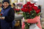 Thị trường quà tặng 8/3 sôi động với nhiều món quà lạ mắt