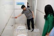 Phó Thủ tướng Vũ Đức Đam kiểm tra nhà vệ sinh một số cơ sở giáo dục, y tế, du lịch