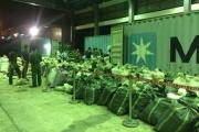 """Hải quan Đà Nẵng bắt giữ lô hàng """"khủng"""" với 6 tấn vảy tê tê và 2 tấn ngà voi"""