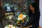 Thị trường quà tặng 20/10: Hoa khô, hoa giấy hút khách