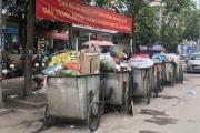 """Bãi rác Nam Sơn bị """"phong toả"""", đường phố Hà Nội """"ngập"""" trong rác"""