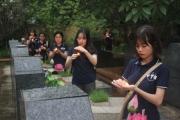 """""""Thắp lửa tri ân"""": Sinh viên KHXH&NV tưởng nhớ các anh hùng liệt sĩ"""