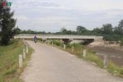 Cây cầu 36 tỷ không có đường dẫn nằm phơi mưa nắng ở Hà Tĩnh