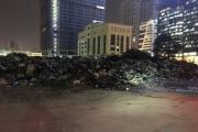 """""""Núi rác"""" án ngữ giữa trung tâm Hà Nội: Doanh nghiệp """"đổ lỗi"""" cho thành phố"""