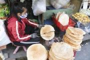 Chợ Bà Hoa: Đặc sản miền Trung độc đáo giữa lòng đô thị Sài Gòn