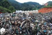 Bãi rác Cam Ly Đà Lạt sạt lở, cả trăm tấn rác tràn xuống vườn nhà dân