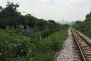 Phường Xuân Đỉnh: Doanh nghiệp lấn chiếm hành lang đường sắt, chính quyền ở đâu ?