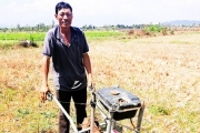 """Khánh Hòa: Lão nông sáng chế máy làm đất từ đồ """"lượm lặt"""" khắp nơi"""