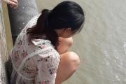 Hà Nội: Cảnh sát giao thông cứu người phụ nữ ôm con định nhảy cầu tự vẫn