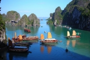 Quảng Ninh: Phát triển du lịch kiểu 'trống đánh xuôi, kèn thổi ngược'
