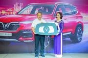 VinFast tặng xe Lux SA2.0 phiên bản cao cấp cho HLV Park Hang-seo