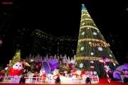 Vincom thắp sáng cây thông Noel khổng lồ, chính thức bắt đầu mùa lễ hội cuối năm