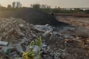 """Tây Hồ - Hà Nội: Ai là người """"tiếp tay"""" việc đổ đất lấp sông tại phường Nhật Tân?"""