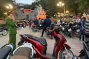 """Hà Nội: Công an hóa trang để xử phạt nhiều bãi xe """"chặt chém"""" du khách dịp Tết"""