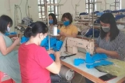 Hà Tĩnh: Hàng chục giáo viên miệt mài may khẩu trang tặng các khu cách ly phòng, chống dịch Covi-19
