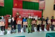 Thừa Thiên - Huế: Chiến sĩ công an giúp dân gặt lúa và trao 450 suất quà thiện nguyện