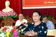 Chủ tịch Quốc hội tiếp xúc cử tri tại Cần Thơ