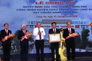 Trao quyết định công nhận huyện nông thôn mới đầu tiên của Long An