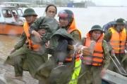 Quảng Bình: Công an thị xã Ba Đồn vượt lũ đưa người đi cấp cứu kịp thời