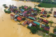 Thống đốc yêu cầu xem xét miễn giảm lãi vay cho khách hàng bị ảnh hưởng mưa lũ