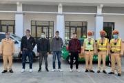 CSGT phát hiện xe taxi chở 4 người Trung Quốc nhập cảnh trái phép