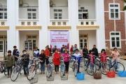 Hội chữ thập đỏ huyện Hương Sơn trao 20 chiếc xe đạp cho học sinh nghèo học giỏi trên địa bàn.