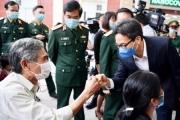 Phó Thủ tướng Vũ Đức Đam thăm tình nguyện viên tiêm vaccine phòng COVID-19
