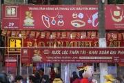 Hà Nội: Người người đeo khẩu trang đi mua vàng lấy may ngày Vía Thần Tài