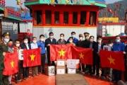 Tặng 500 cờ Tổ quốc cho ngư dân bám biển Nghệ An