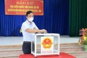 Bắc Giang: Đồng chí Lê Ô Pích TVTU - Phó Chủ tịch UBND tỉnh, dự Lễ khai mạc và bỏ phiếu bầu cử tại Khu vực bỏ phiếu số 10, tại thị trấn Bích Động, huyện Việt Yên.