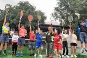 Độc đáo ông già Phố núi dạy tiếng Anh qua tennis