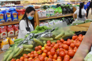Tổng mức bán lẻ hàng hóa và doanh thu dịch vụ tiêu dùng tháng 8 giảm mạnh