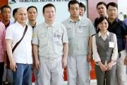 CEO Nguyễn Tử Quảng thị sát nhà máy sản xuất Bphone 2 trước ngày ra mắt