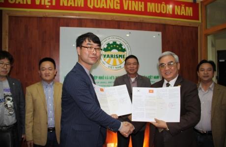 """Lễ ký kết hợp tác toàn diện """"Hiệp hội doanh nghiệp vừa và nhỏ ngành nghề nông thôn Việt Nam - Công ty TNHH Joon Jiyon Hàn Quốc"""""""