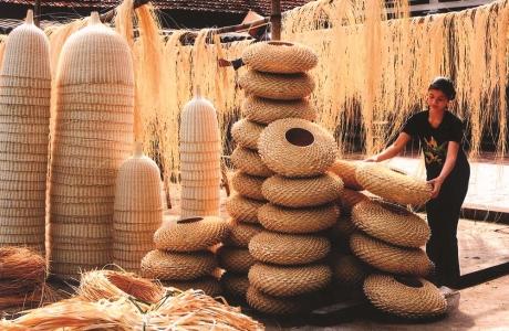 Chuyên đề làng nghề (Tiếp số Xuân): Thúc đẩy sự liên kết để phát triển làng nghề bền vững