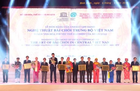 Thủ tướng dự lễ đón bằng UNESCO ghi danh nghệ thuật bài chòi là di sản văn hóa phi vật thể của nhân loại