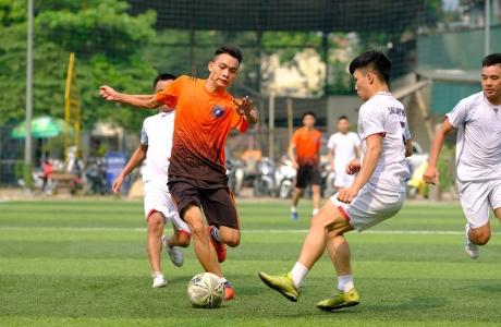 FC Sao Việt, Báo Giáo dục Thời đại, Fc Hoàng Thu và Tạp chí Thương Trường vào Bán kết giải bóng đá