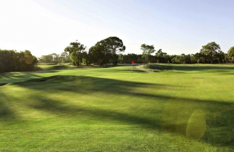 Không được làm nhà ở thương mại trên đất xây dựng sân golf