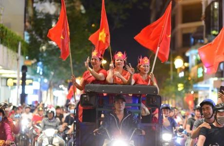 Muôn vẻ vui nhộn, hài hước cổ động viên Việt Nam