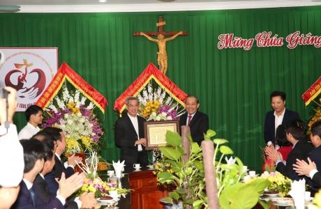 Phó Thủ tướng Thường trực chúc mừng lễ Giáng sinh Giáo phận Phát Diệm