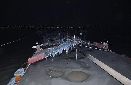 """Bắt quả tang 2 tàu """"cát tặc"""" khai thác trái phép trên sông Hồng ngày cuối năm"""